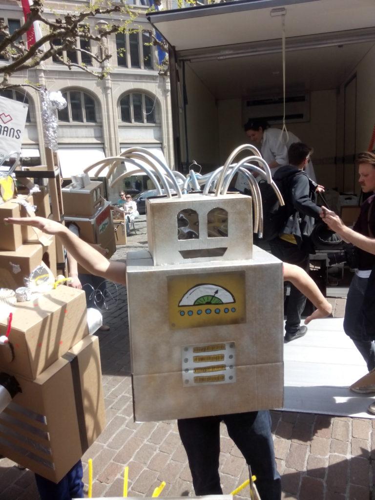 Roboter tanzen fürs Grundeinkommen